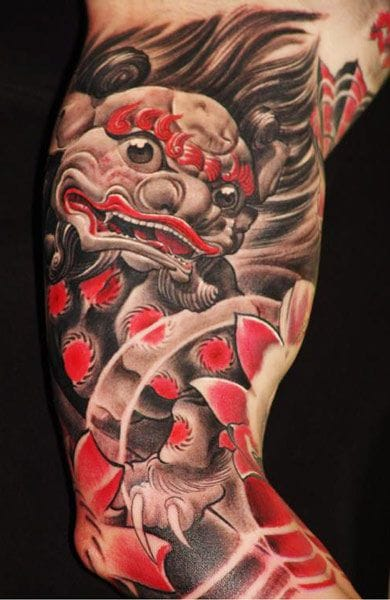 Terrific foo dog tattoo by Boris: the touches of red are gorgeous!