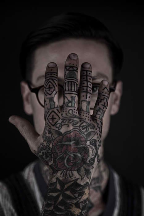 Who says finger tattoos can't be as simple as dots & lines? Artist: Thomas Hooper, Rock of Ages Tattoo (Austin, Texas)