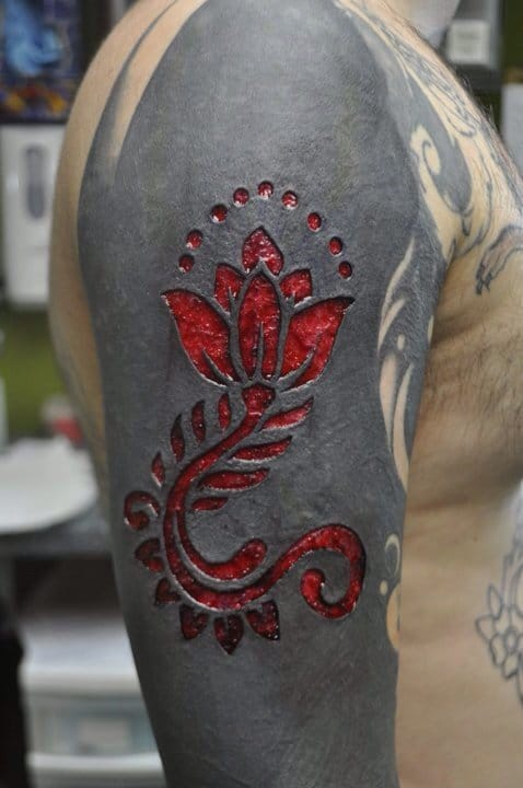 Sleeve tattoo scarification