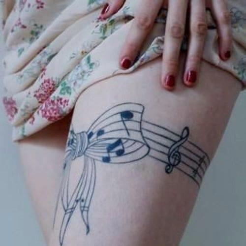 Musical thigh garter tattoo. Artist unknown #music #musictattoos #gartertattoo #garter