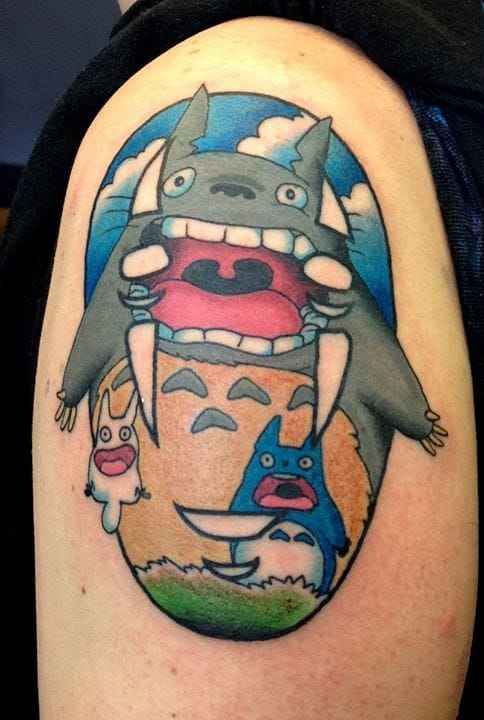 The gang screaming : have you noticed the mask of No-Name from Spirited Away hidden in this tattoo by Gooney Toons ?