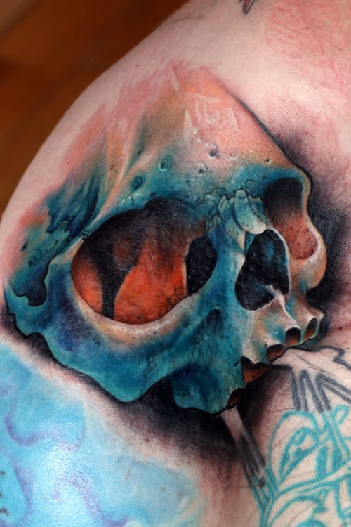 Skull tattoos vary in sizes, styles and colors. Damn, this piece by Chris Lennox looks amazing. #christlennox #skull