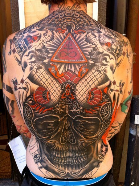 Colorful and stunning old-school back piece by Iain Mullen. #skull #ianmullen