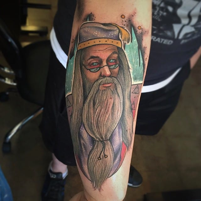 If you want to see cool Harry Potter tattoos, check the portfolio of Earthgrasper. #HarryPotter #fantattoo #tribute #Dumbledore