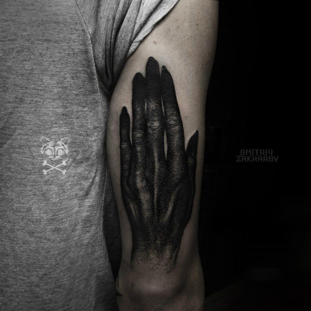 This tattoo by Dmitriy Zakharov is haunting me!!! #horrortattoo #horror #hand #handtattoo #DmitriyZakharov