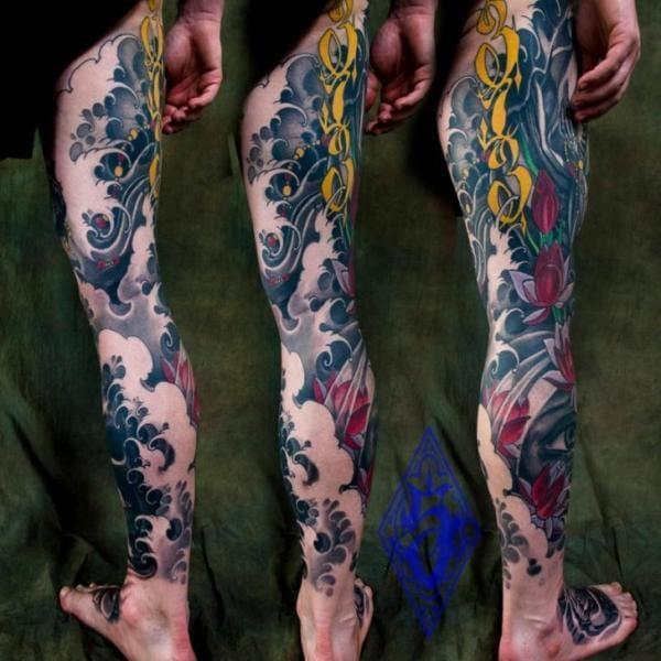 Amazing leg sleeve! Wave tattoo by Plurabella Tattoo #wave #japanese #japanesetattoo #PlurabellaTattoo