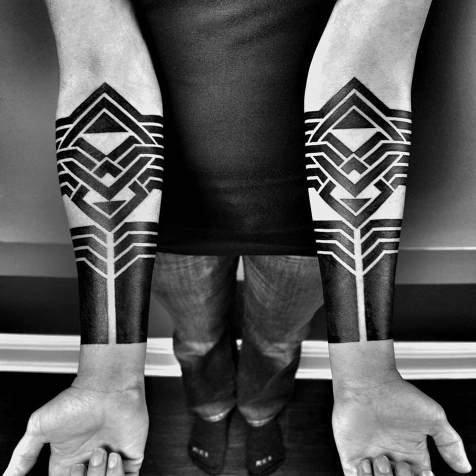 Exploring Avant-Garde Blackwork Tattoos with Ben Volt  Pt. 1