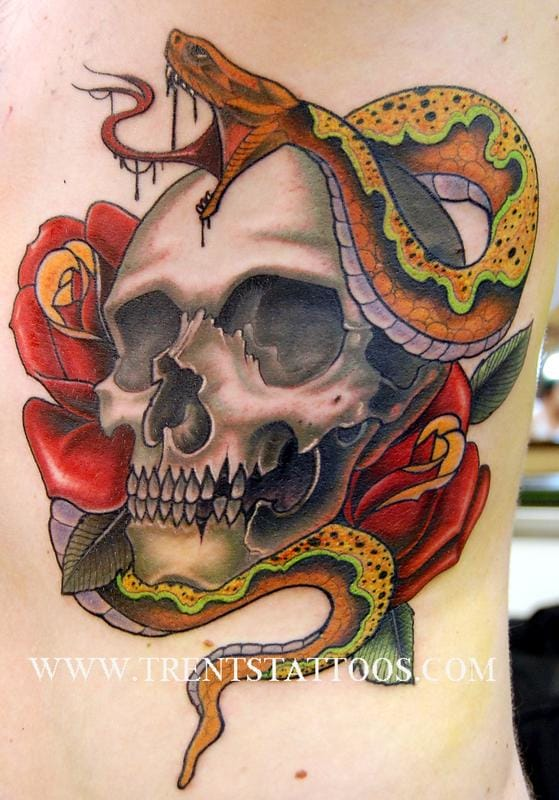 15 potent skull and snake tattoos tattoodo. Black Bedroom Furniture Sets. Home Design Ideas