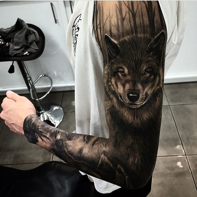 Wolf tattoo by @da_ink/Instagram #wolf #wolftattoo