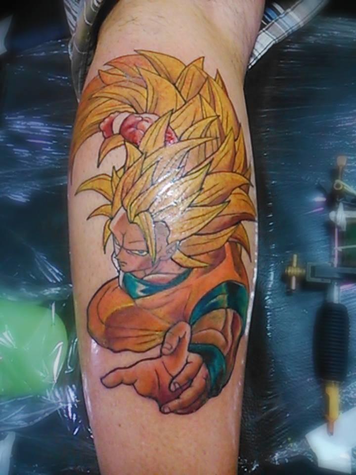 Tatuagem do Dragon Ball pelo tatuador brasileiro Daniel Amaral, do estúdio Black Drawing em Cascadura, Rio de Janeiro