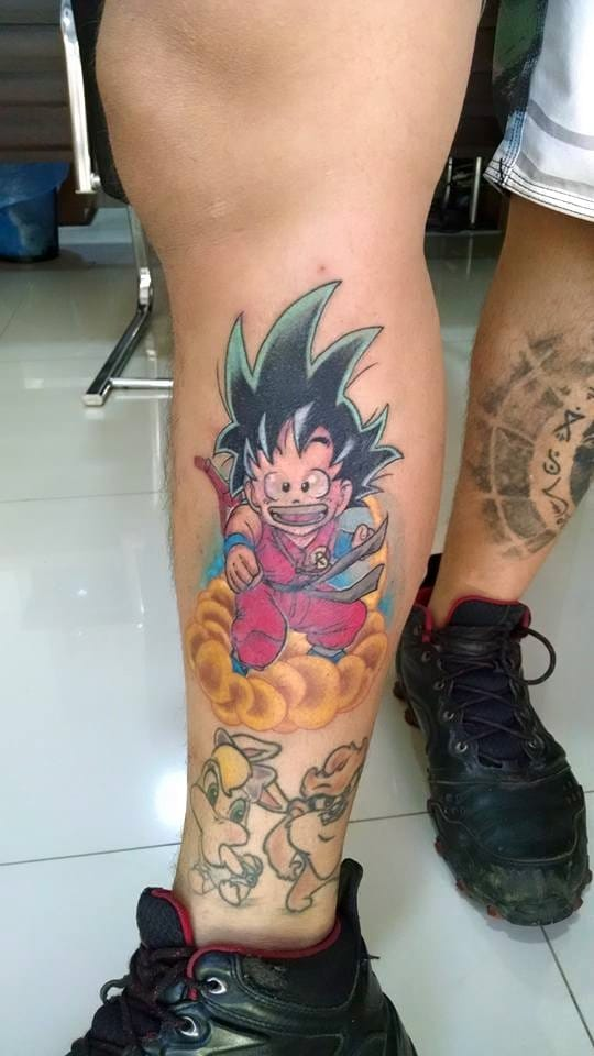Goku do Dragon Ball feito pelo tatuador brasileiro Will Tatuagens, do Espírito Santo