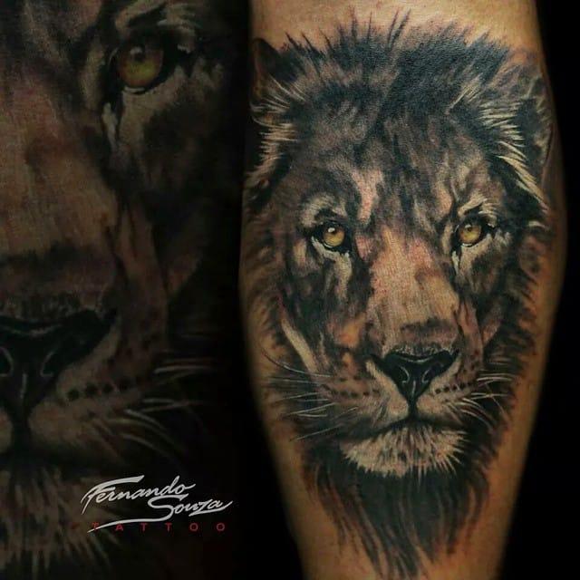 Leão feito pelo tatuador brasileiro Fernando Souza