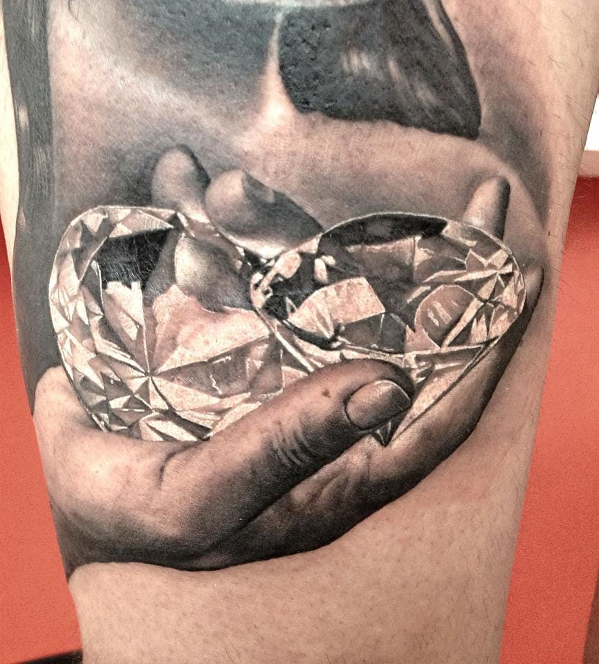 You could kill to touch them, right? Diamond tattoo by Matteo Pasqualin. #diamond #matteopasqualin