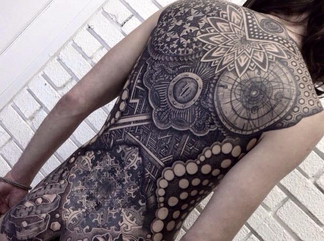 Tatuagem hiper detalhada de Nissaco