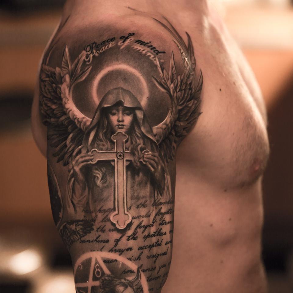 Angel with a cross by black and grey master Niki Norberg! #cross #crosstattoo #nikinorberg #angel #blackandgrey #blackandgreytattoo