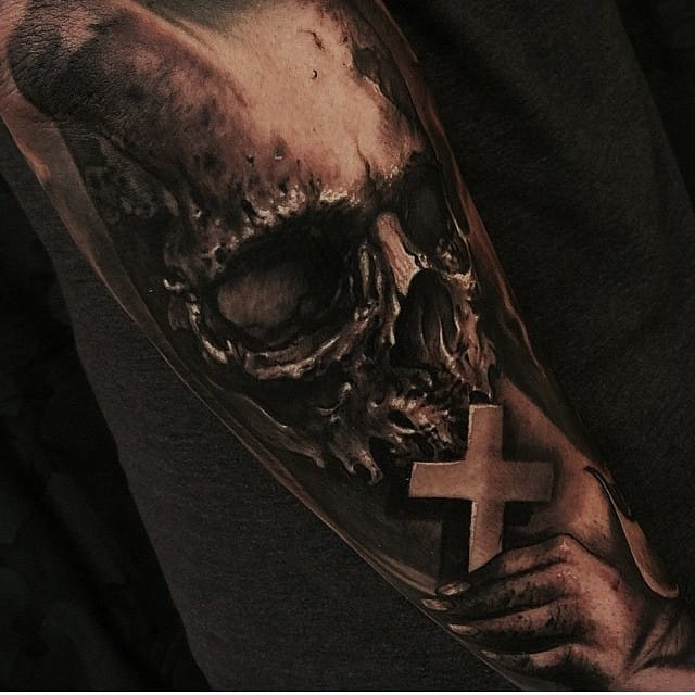 Impressive skull and cross by Carl Grace. Artist that create some of the most insane cross tattoos out there #cross #crosstattoo #carlgrace #carlgrace