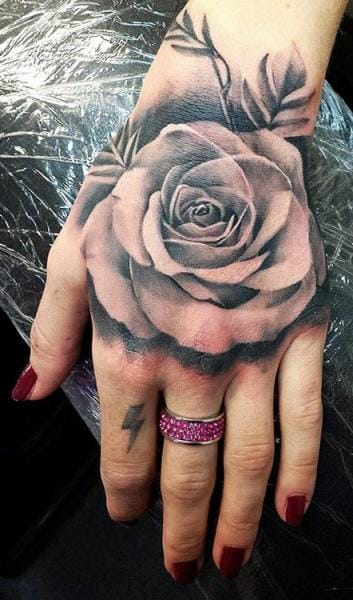 Amazing hand by Tattoo Nero #rose #rosetattoo #tattoonero