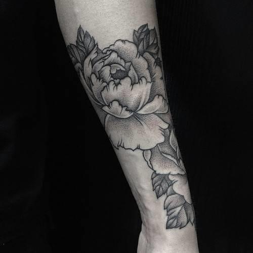 Dotwork tattoo flower. Artist unknown #flower #dotwork