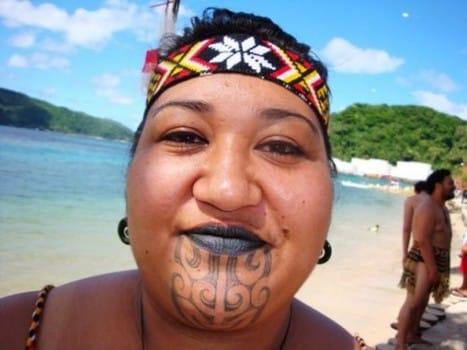 Tatuagem de uma mulher da Tribo Maori #Maori
