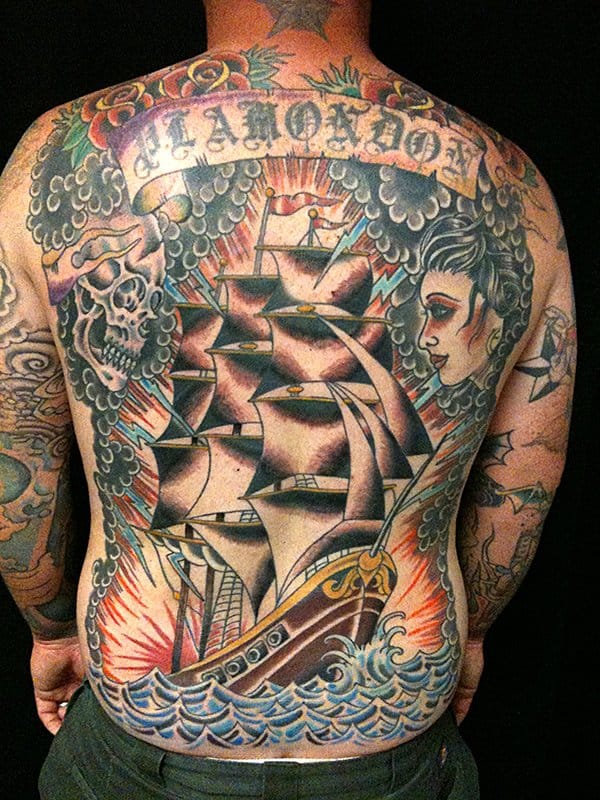 Maravilhoso fechamento de costas Old School de Machine Age Tattoo