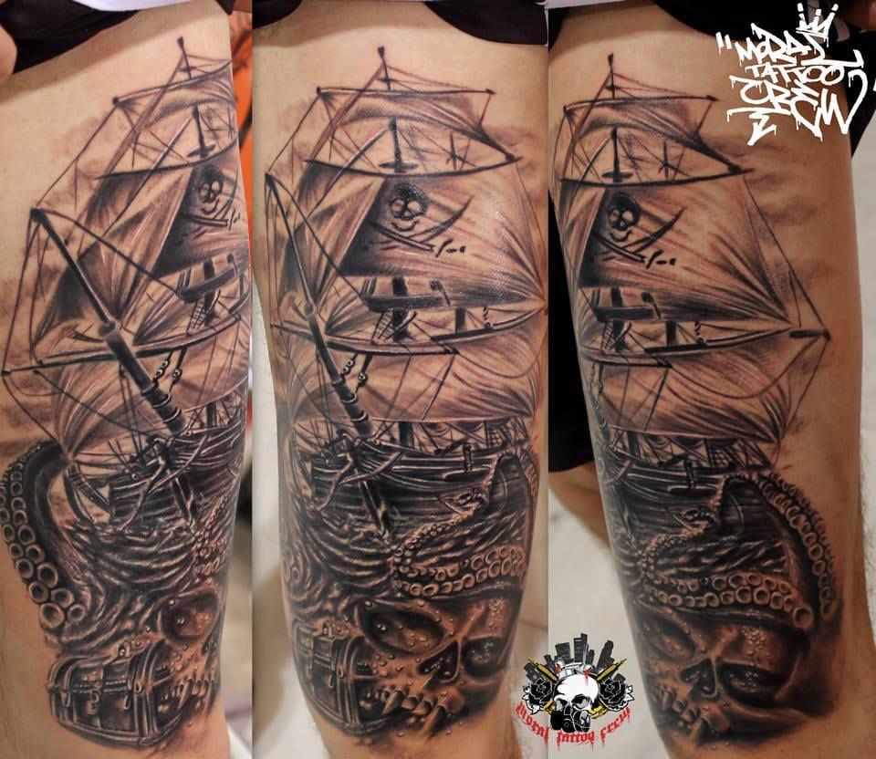 Navio pirata também tem o seu charme, essa foi feita por Moral Tattoo Crew