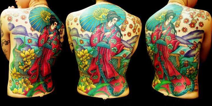 Maravilhoso fechamento de costas no estilo Oriental feito por Adão.