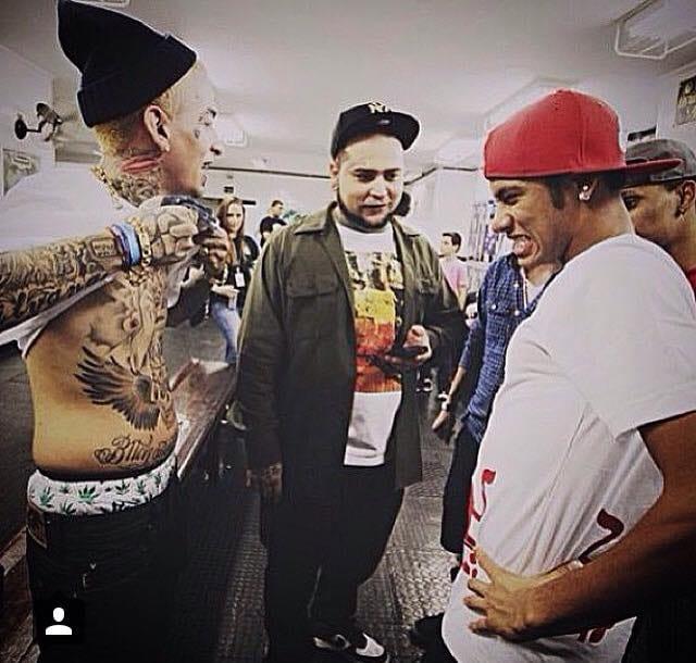 """Neymar com a famosa cara de """"Na barriga dói pra cara#%*!"""""""