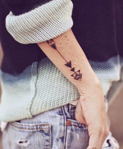 Beautiful arrow tattoo, artist unknown.