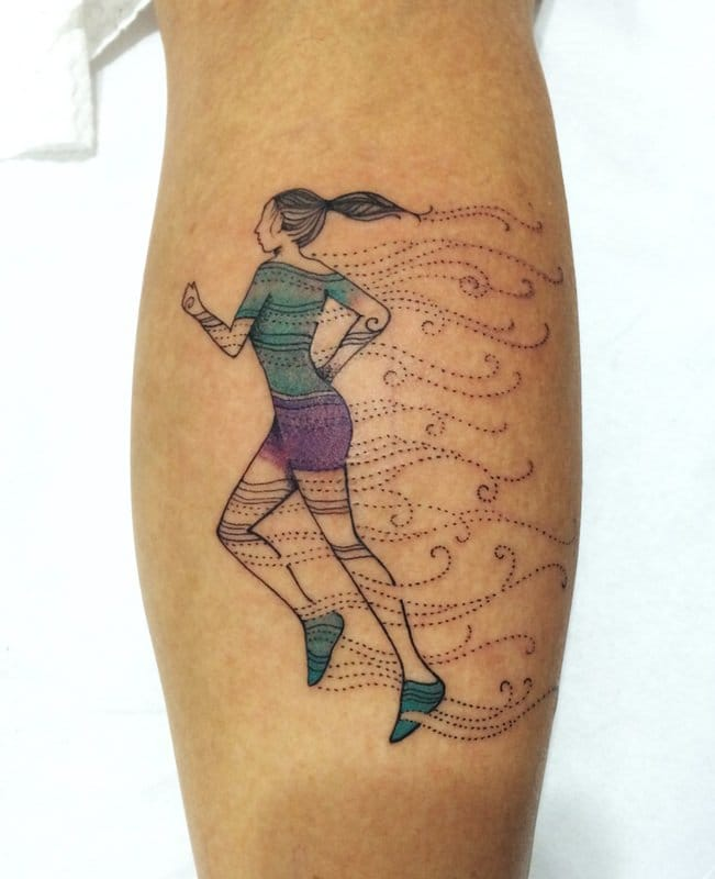 Lovely runner tattoo by Isa Monténégro!