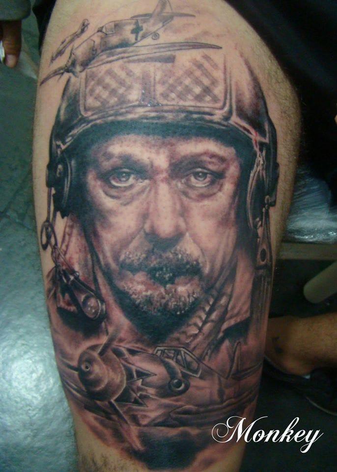 Essa é a única hora em que a guerra é bonita, nas tatuagens!