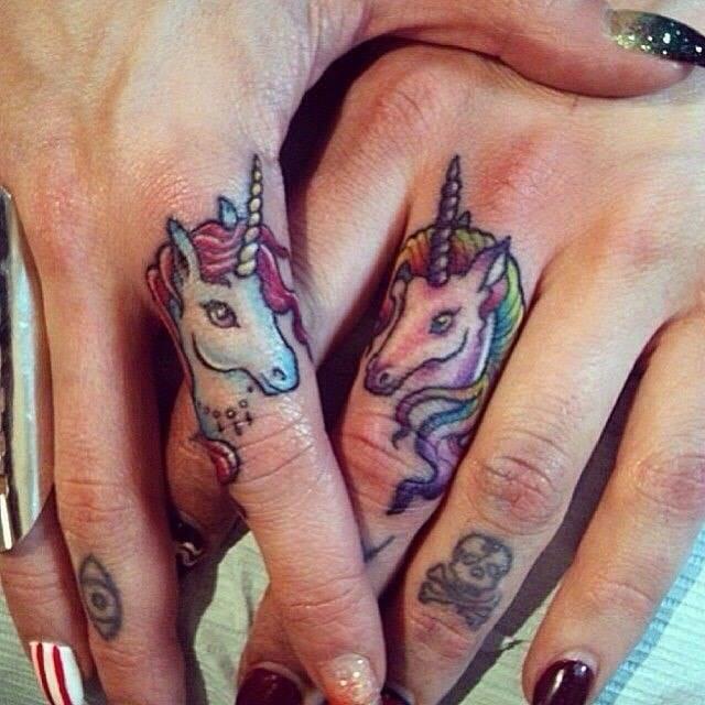 Finger tattoos by Maria Novak.