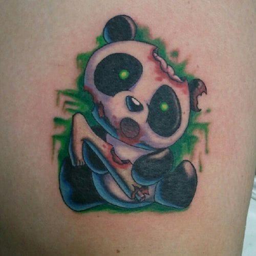 Que fofinho esse Panda comendo um bambu, OI, uma perna??? Tatuagem de Marco Antonio