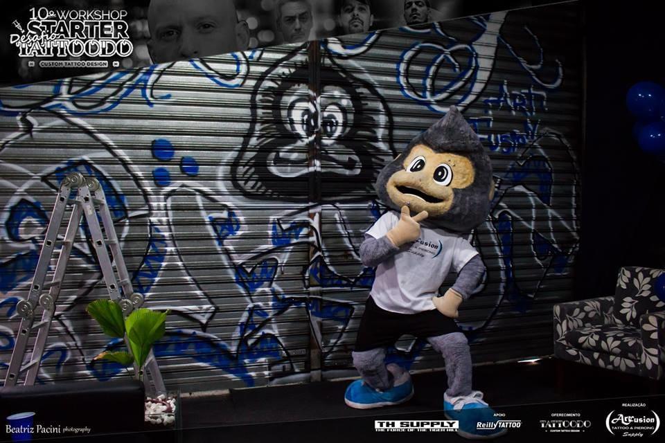 Simão Júnior e o grafitti que o Maggio Léon está fazendo