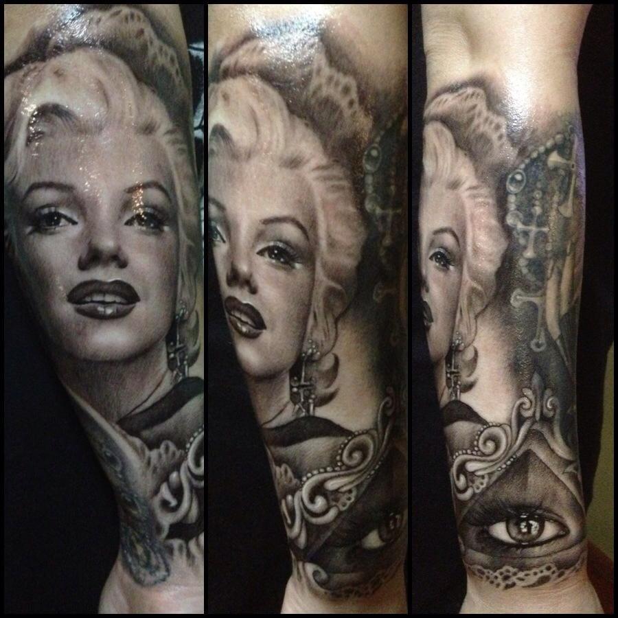 Duas divas numa tatuagem só, Norma Jean e Teneile Napoli