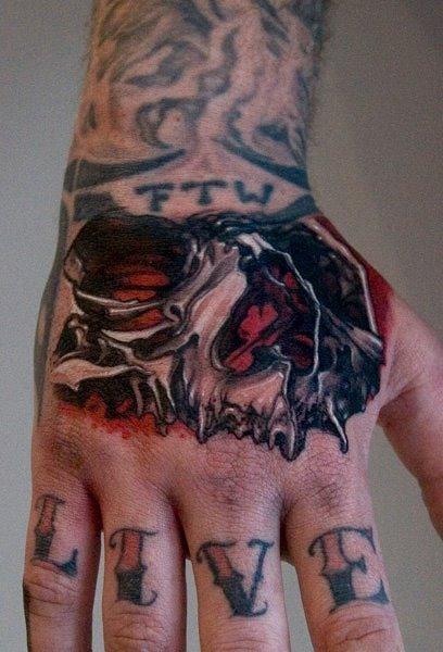 By Thomas Kynst #hand #handtattoo #fingerjewels #jobstopper