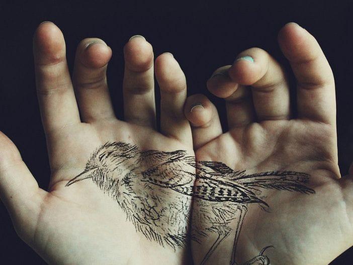 A dead bird ... must have been painful as hell ! #hand #handtattoo #fingerjewels #jobstopper