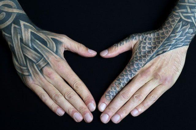 #hand #handtattoo #fingerjewels #jobstopper