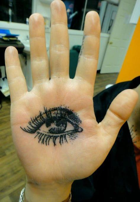 Eye by Xoil #hand #handtattoo #fingerjewels #jobstopper
