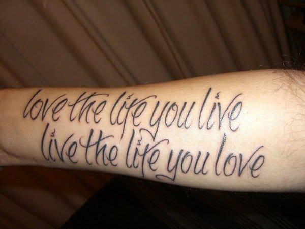 """""""Ame a vida que você vive. Viva a vida que você ama"""""""