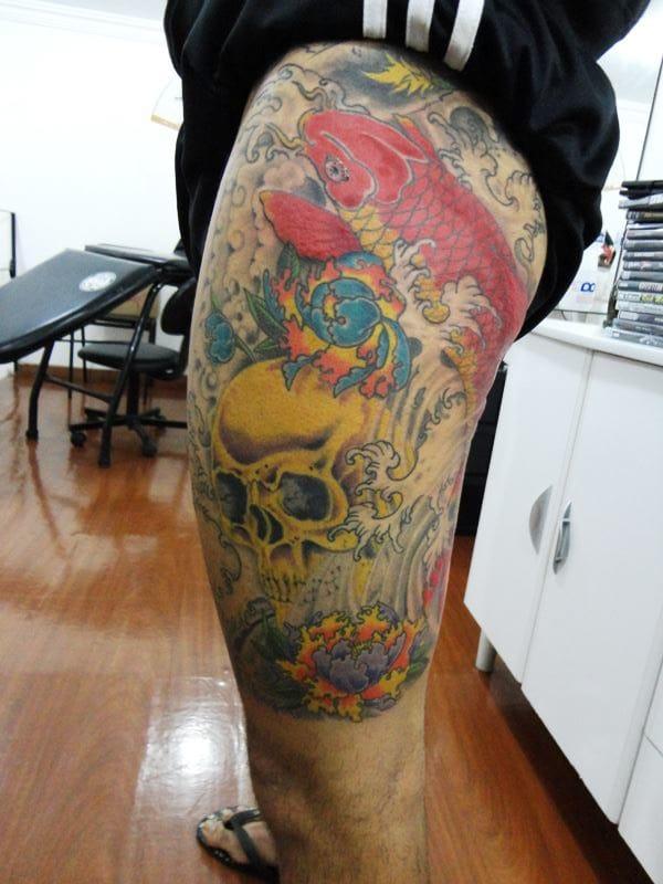 A coxa é uma excelente parte para ser tatuada com algo grande e cheio de detalhes