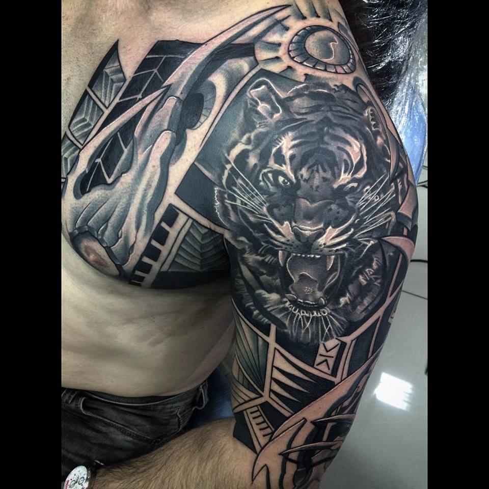Traços Do Brasil: Linhas Negras E Tatuagens Impecáveis