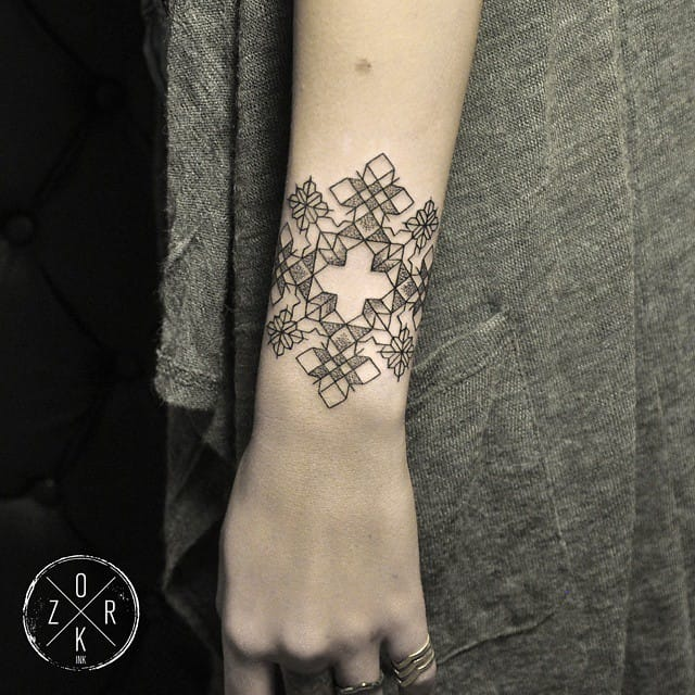 Geometric wrist tattoos for women look amazing, this piece by denizhanozkr #wrist #bracelet #geometric #blackwork #linework