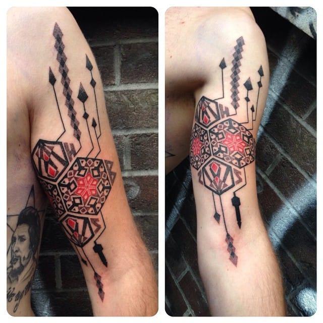 Gorgeous ornamental tattoo.