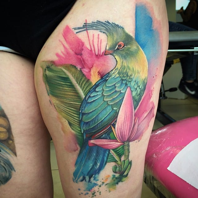 Vibrant colors on this terrific thigh piece!