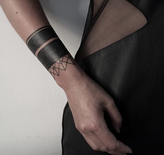 Blackwork arm band by Sasha Masiuk