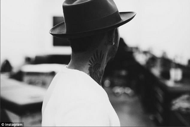 Lewis Hamilton new neck tattoo