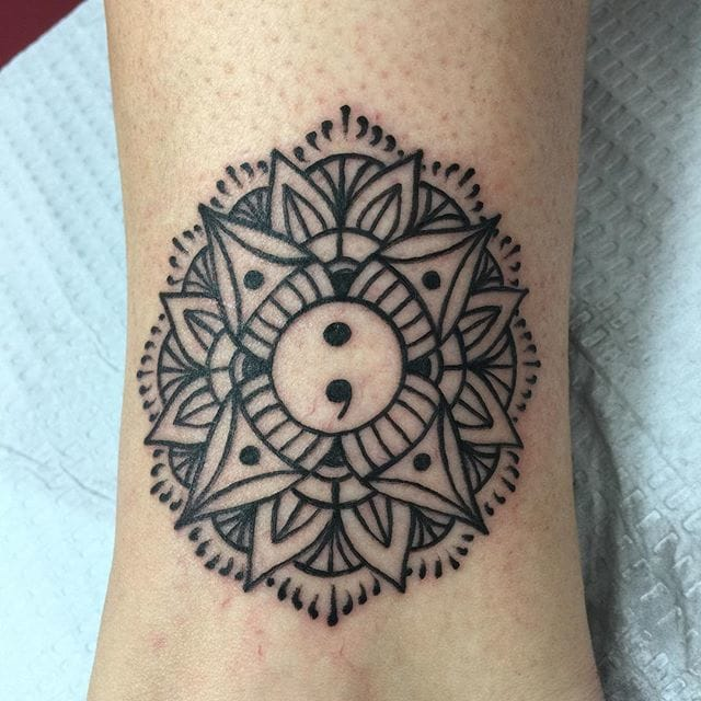 The center of a fine mandala. By Rich Vader. #mandala #semicolon #richvader