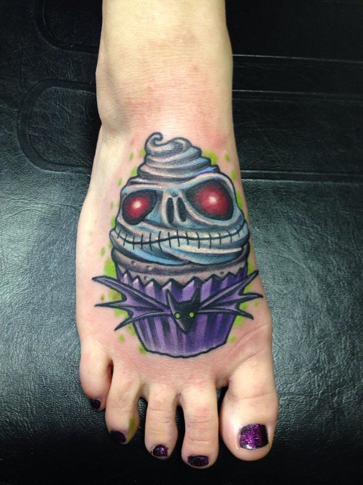 Nightmare Before Christmas cup cake by Matt Trybom at Private Ink. Thanks Amanda!