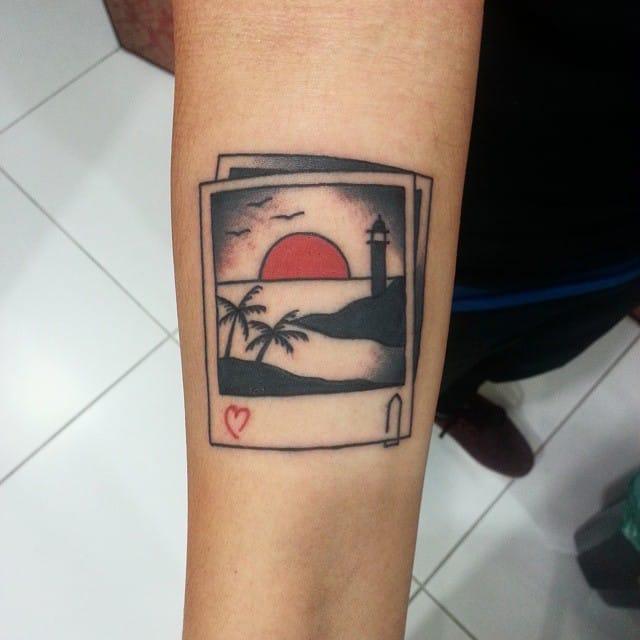 Minimalistic great tattoo by Wendel Sena EPerro.