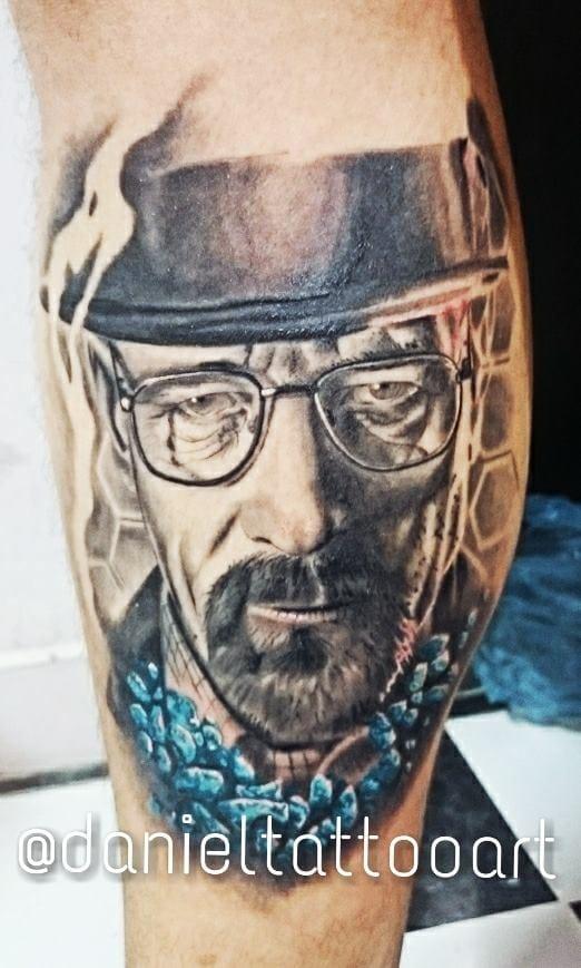 Começando com a tatuagem deste que vos escreve, feita pelo meu amigo Daniel Amaral do Rio de janeiro! Sim, eu sou um dos viciados em Breaking Bad!